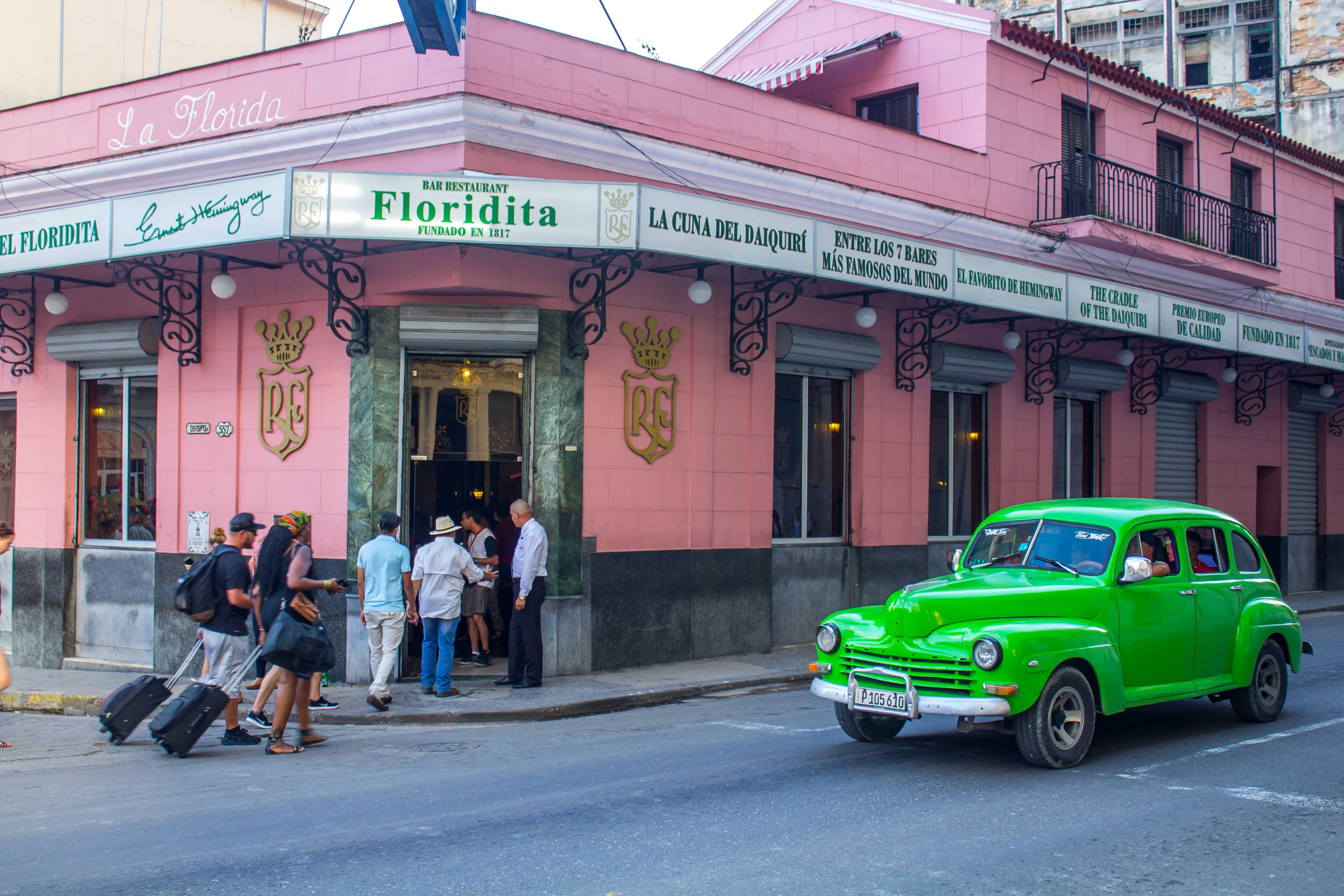 Ingreso principal al bar La Floridita.